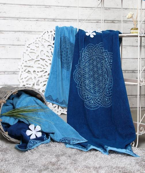 "Spirit of OM - Badetuch ozeanblau-azur ""Happy Flower of Life"" - Massageunterlage"