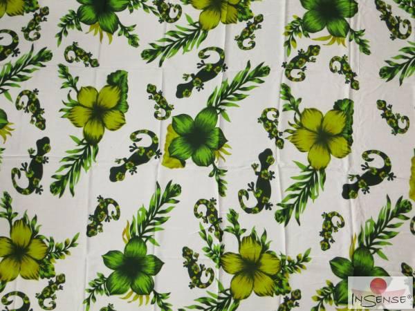 "Lunghi | Sarong ""Geckos & Flowers"" green"